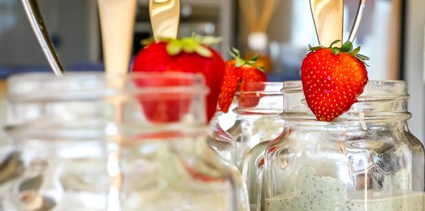 Thumb big nr0127  berry green breakfast dairy free smoothie lg 20150201